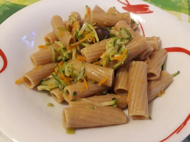 Pasta di lenticchie con pasticcio di verdure