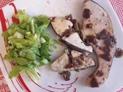 Pesce spada con olive e verdure miste