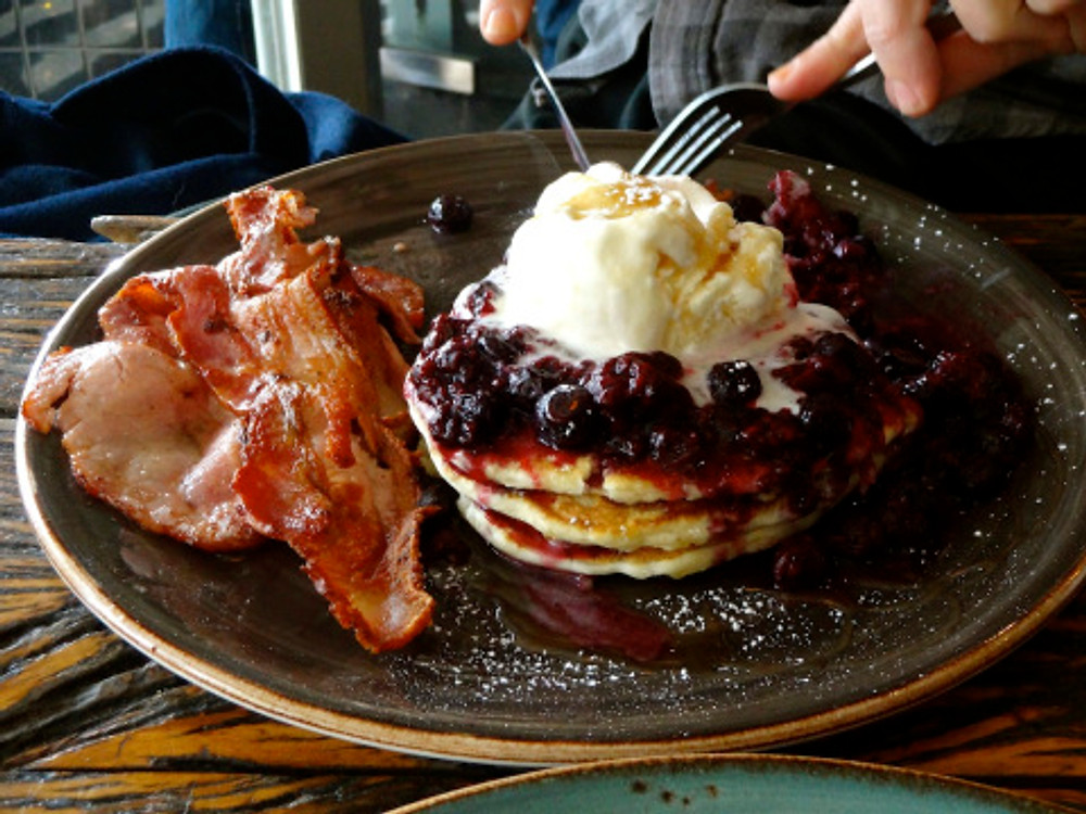 Fattening my honey up over at Iddy Biddy. Damn that Aussie bacon is fantastic!