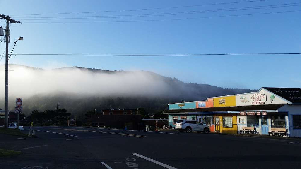Morning in the teeny weeny town of Yachats with the fog drifting over. Great food all around, from the halibut fish 'n' chips to the insane dungeness crab & manchego omelette. I want to go back. Now.