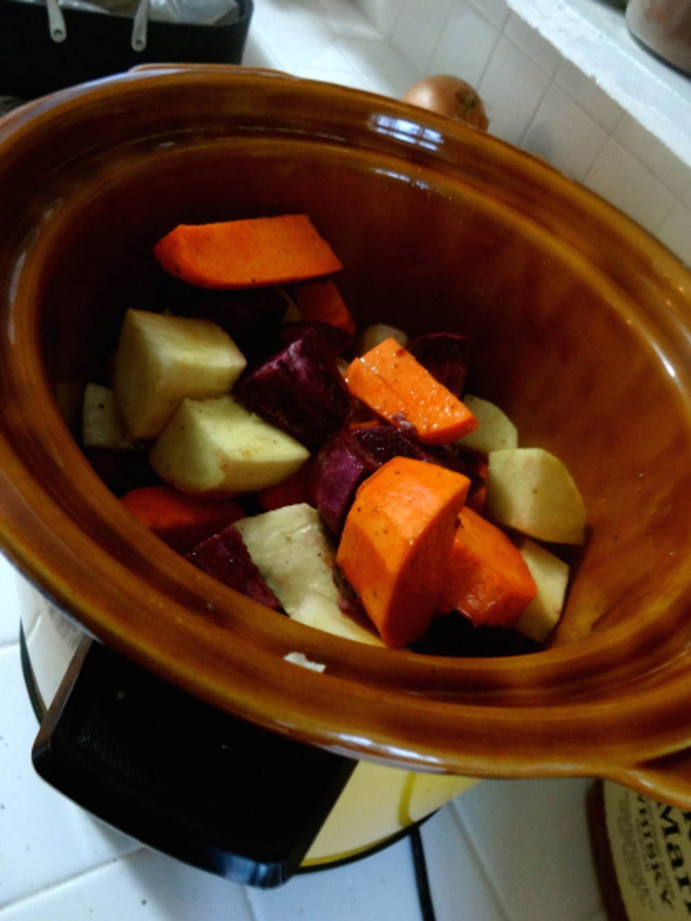 We are huge sweet potato / yam fans but I didn't want to take up valuable oven space nor make them ahead, so was in heaven finding this Southern Candied Yams recipe that I could make in the crock pot!