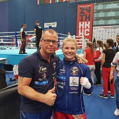 Charlotte Berg Andersen og stolt trener Thomas Kristiansen