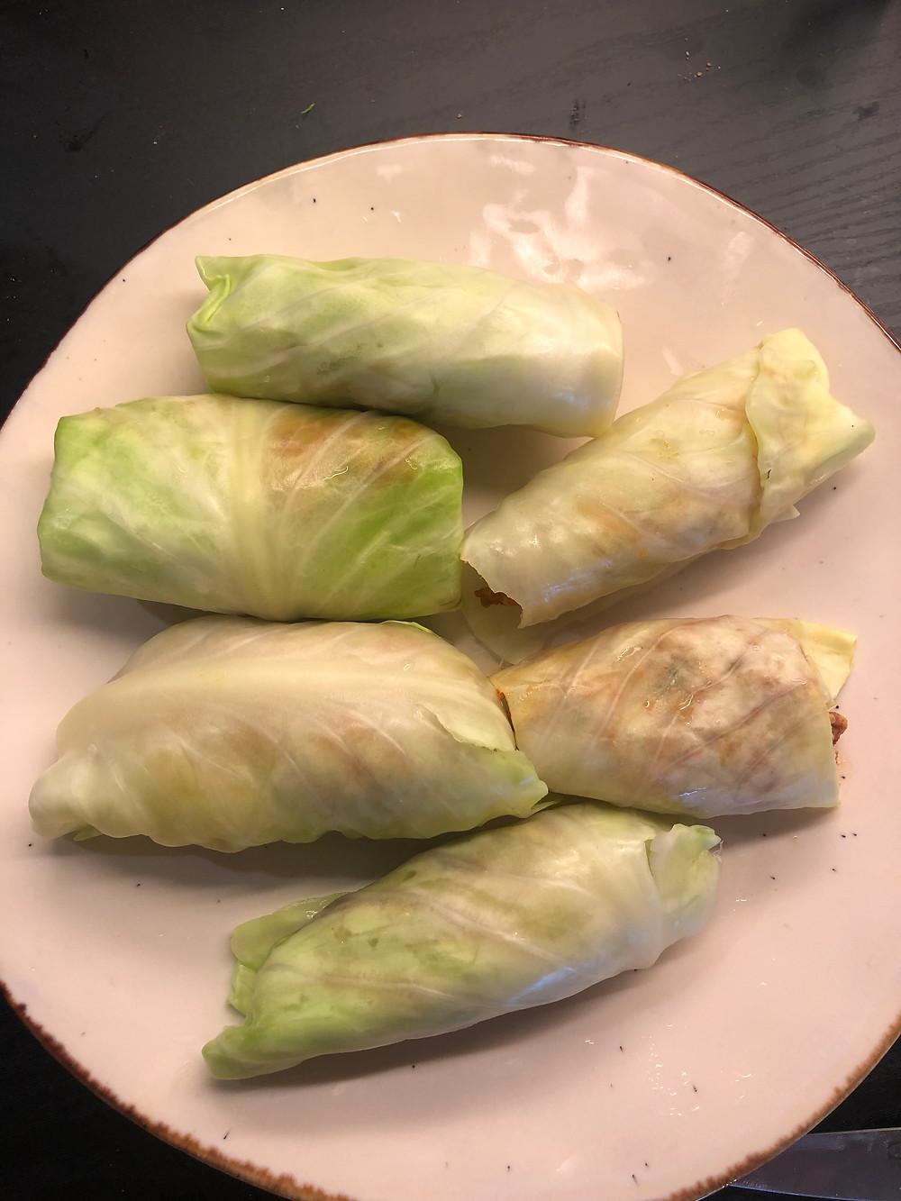 kålruller. hodekål med restemat. tacokjøttdeig, kjøttdeigrester