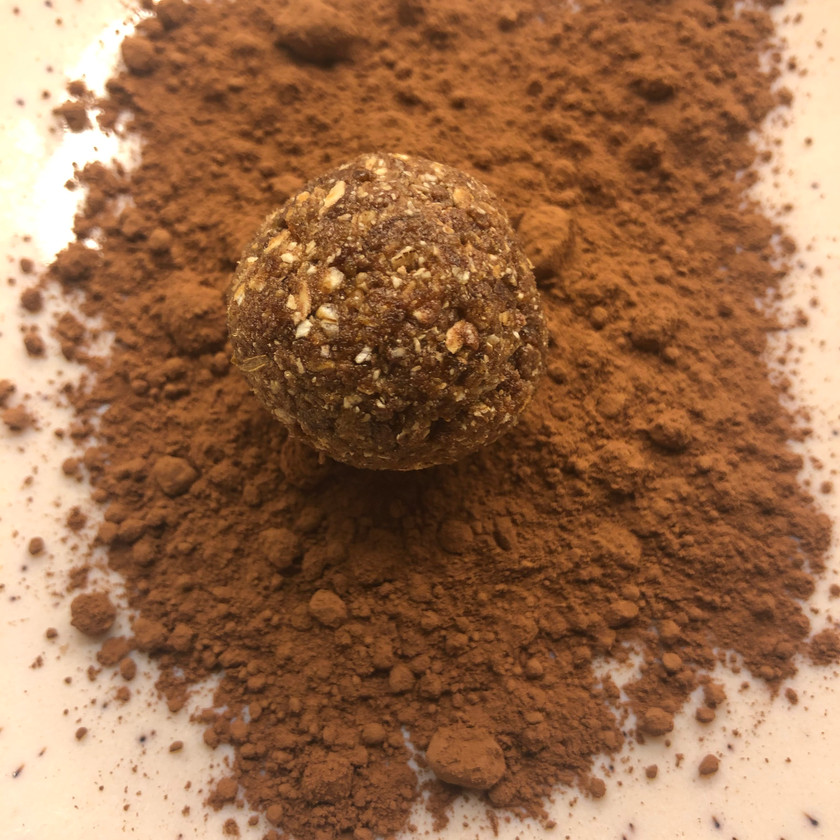 energikuler med dadler, havregryn, protein og kakao