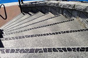 Kontrastmarkering på stentrappor.png