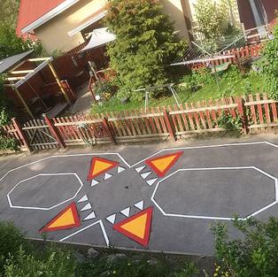 Linjemålning och markdekor lekplats