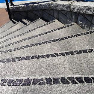 Kontrastmarkering på stentrappor