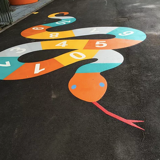 Målning av spel på skolgårder och lekplatser