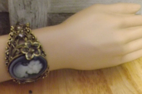 Elegant Retro Cameo Bracelet- 1 Left