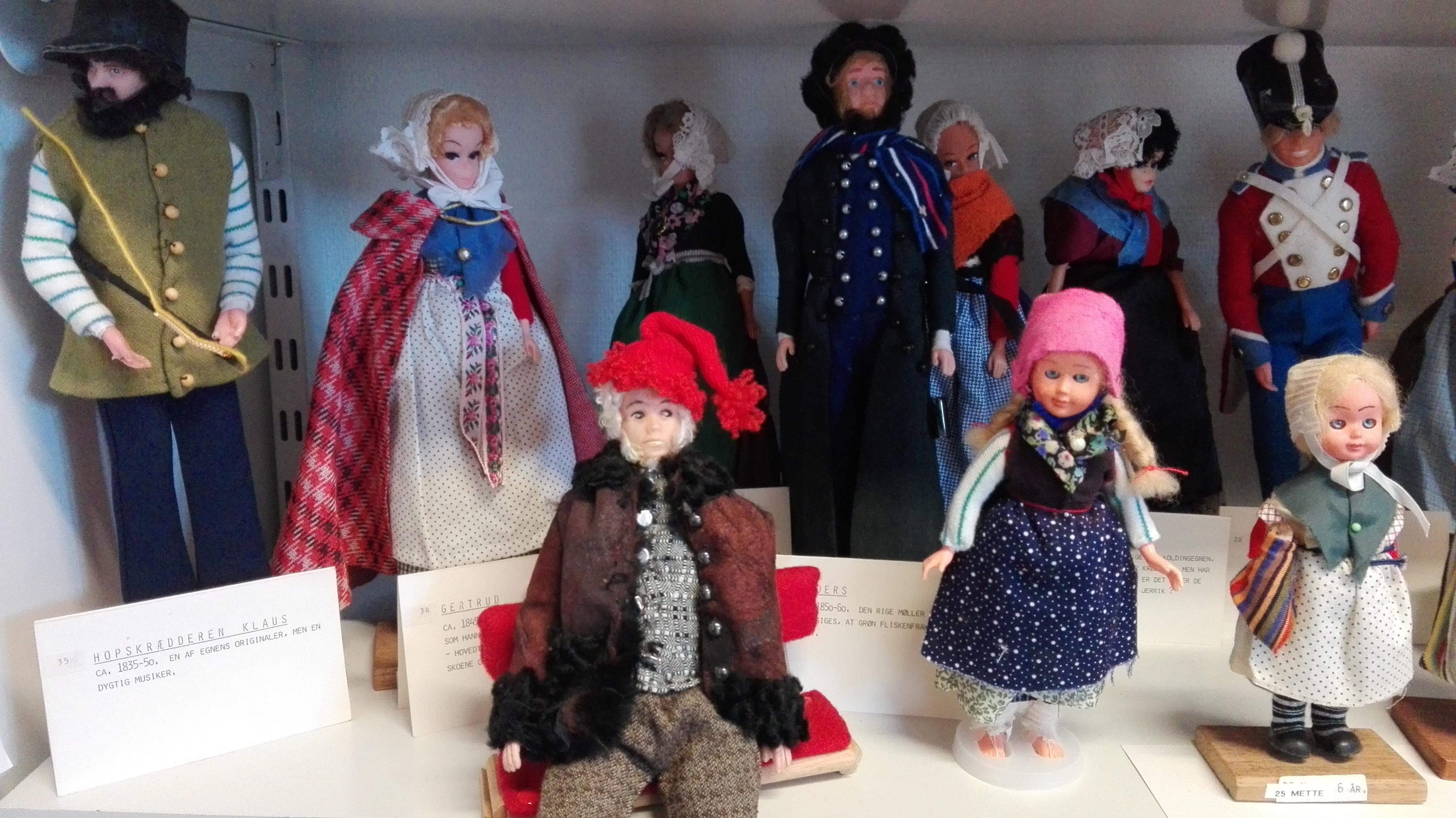 Puppen mit Originaltracht