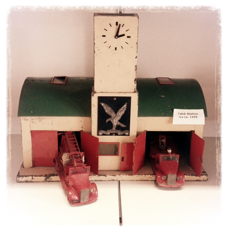 """Tekno """"Falck"""" Station from 1940"""
