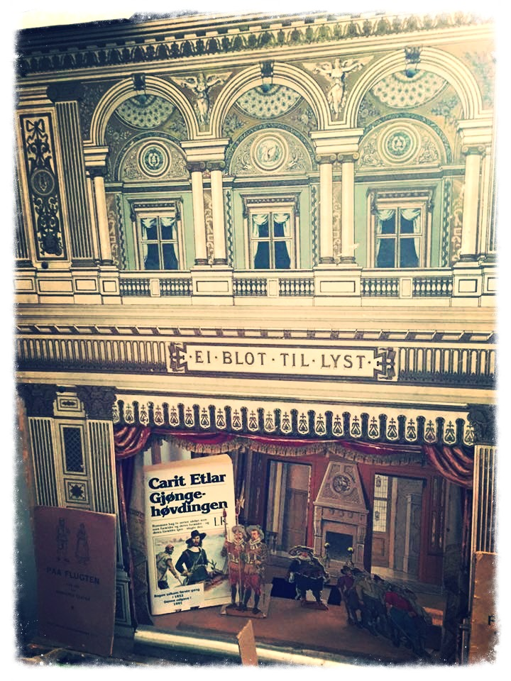 Danish paper theatre