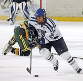 ice-hockey-players-pass-forward-40564.jp