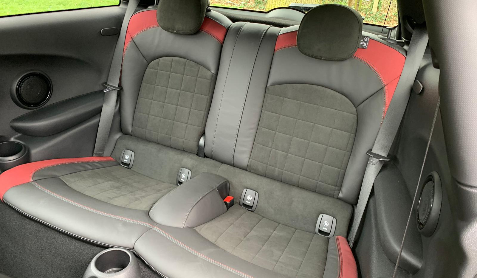 Rear Seats 4.JPG