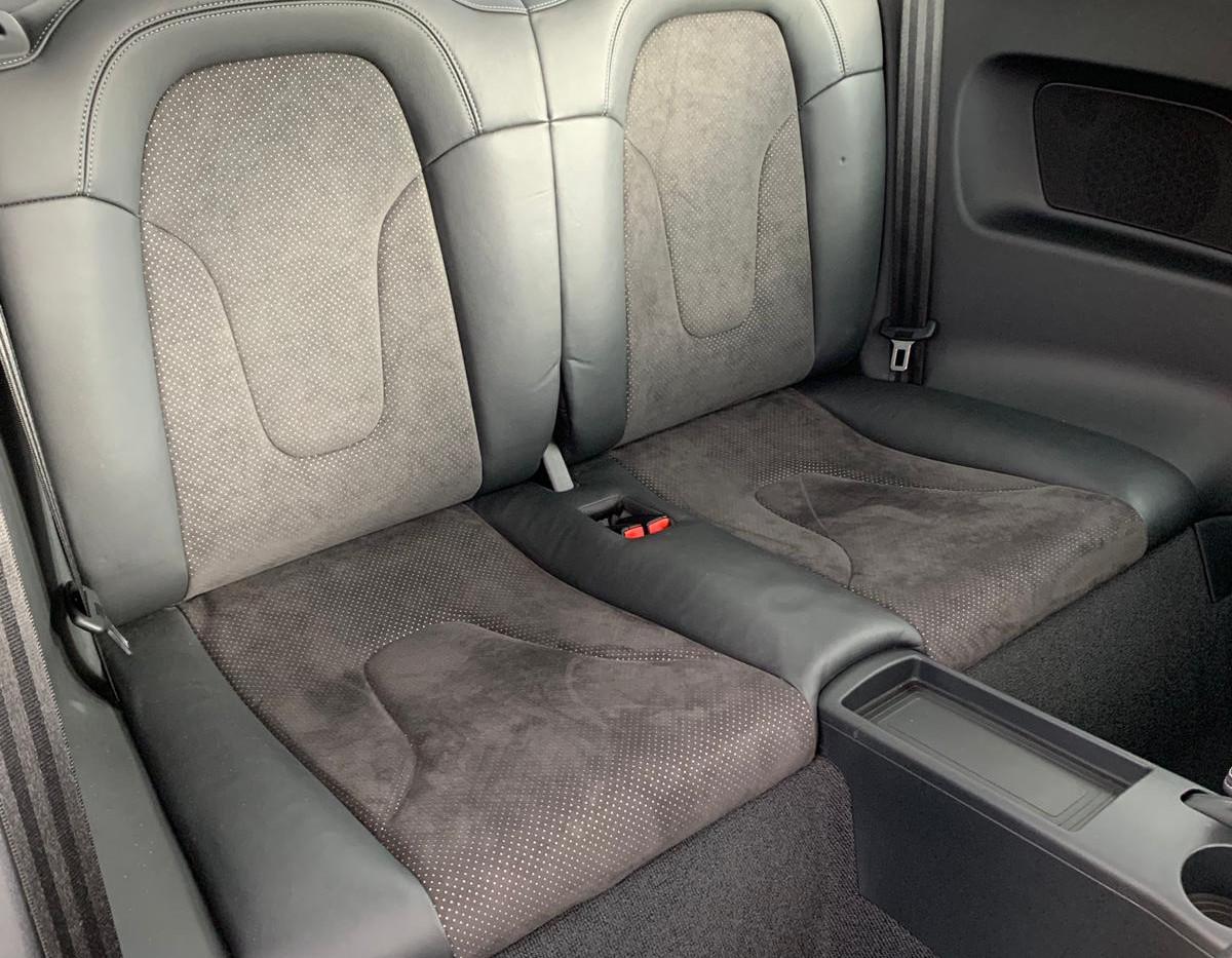 Rear Seats Right 1.JPG