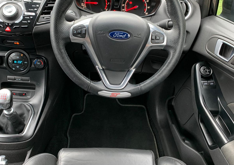 Steering Wheel 1.JPG