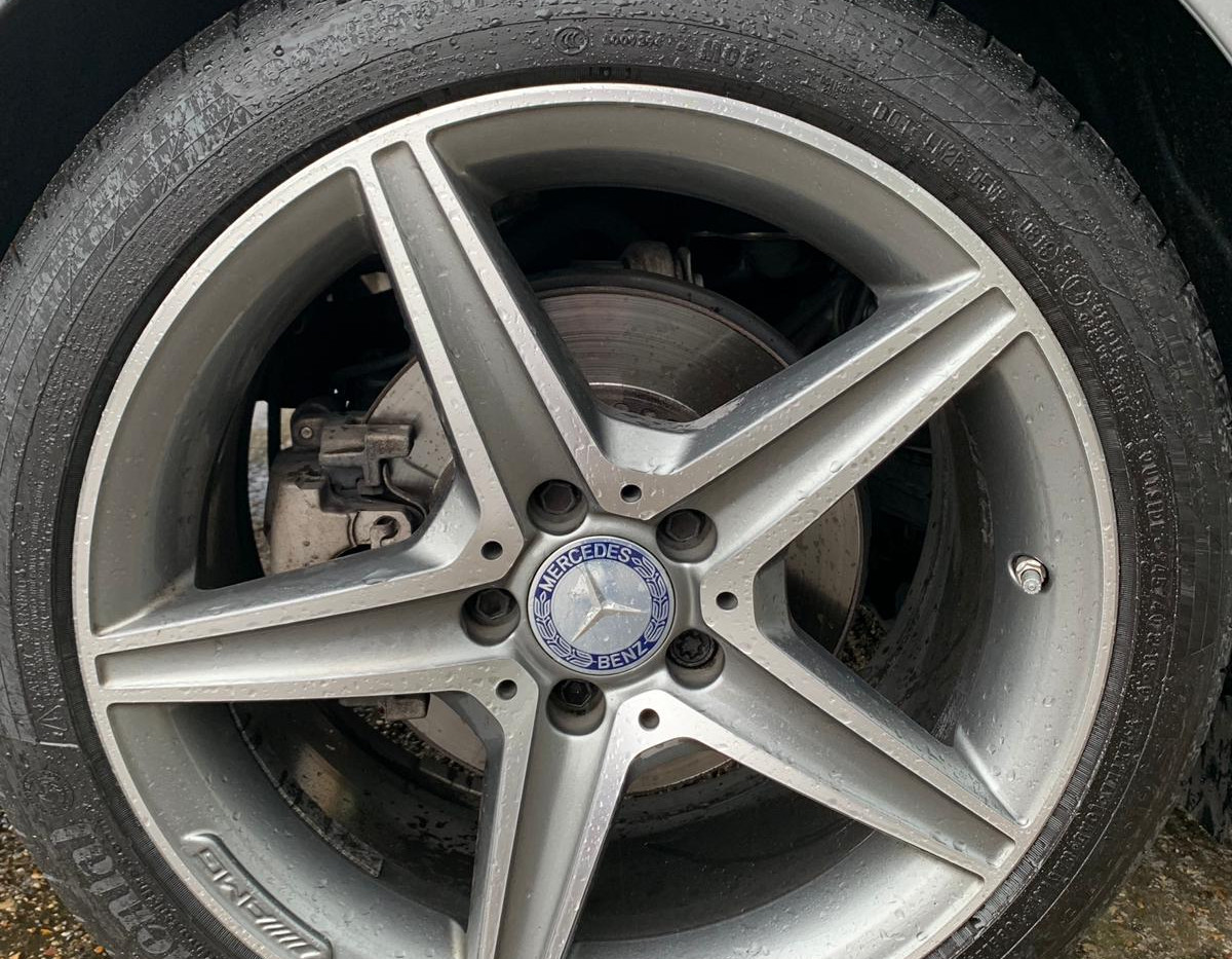 Rear Right Wheel 1.JPG