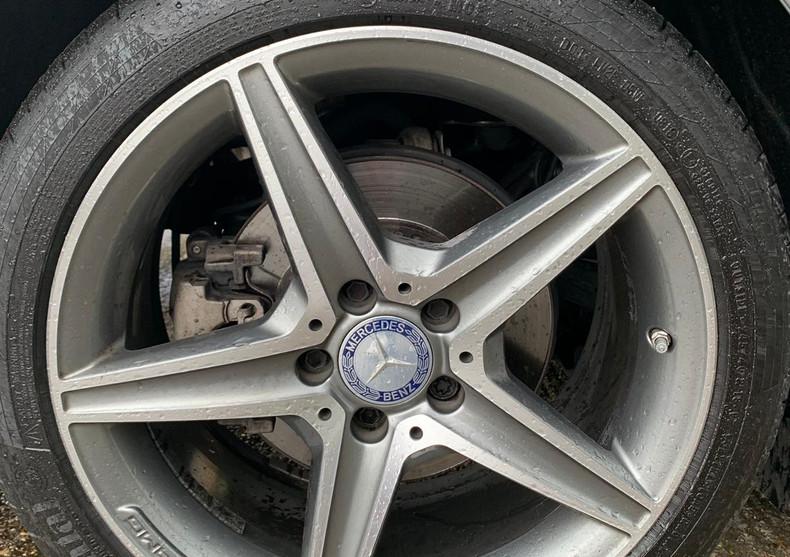 Rear Right Wheel 1.JPG
