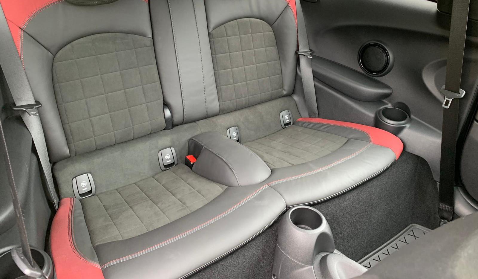 Rear Seats 5.JPG