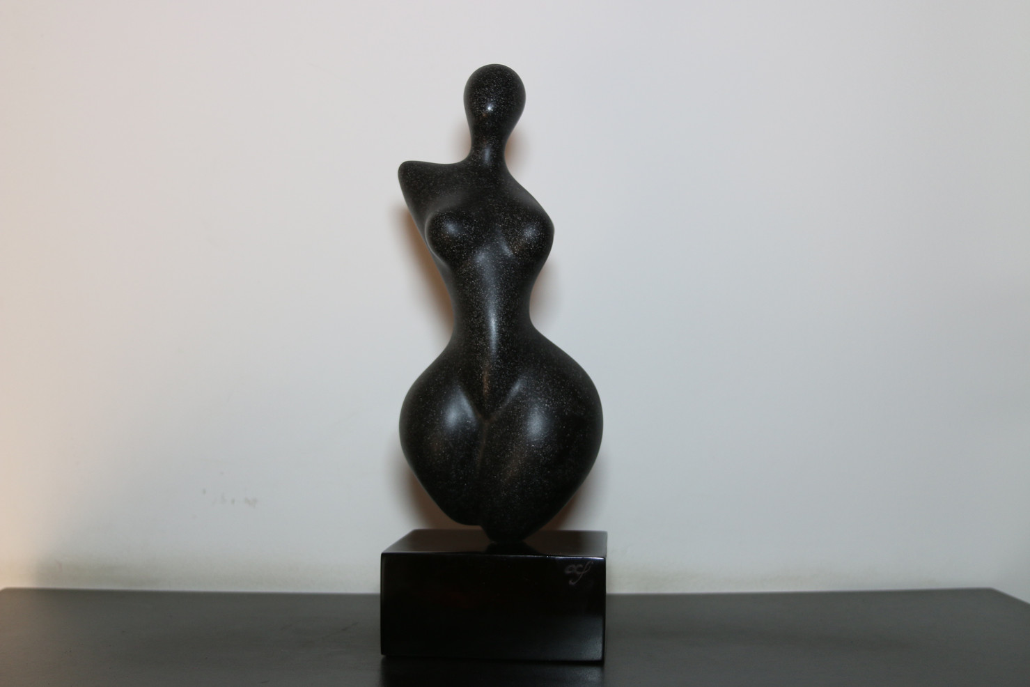Classical Venus Black Marble
