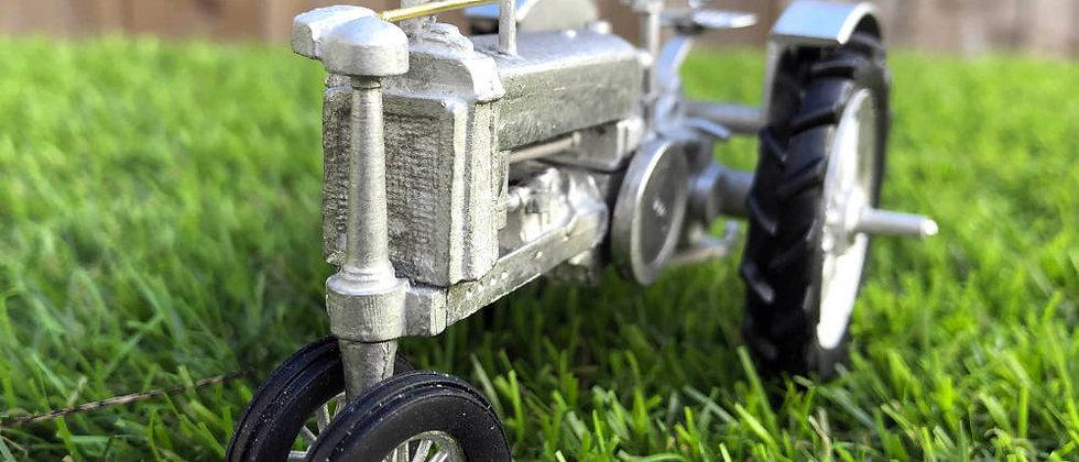 1937 Unstyled John Deere Model B - Tricycle