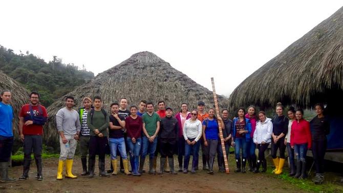 Visita de los estudiantes arquitectos de la UDLA en Los Yaltes / Visite des étudiants en architectur