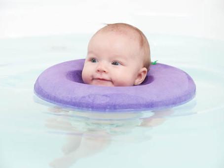 Les 6 bienfaits de l'hydrothérapie pour bébés