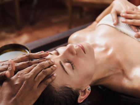 Découvrez les massages ayurvédiques pour femmes enceintes et bébés