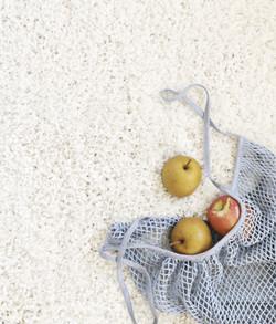 three-apples-on-white-rug-1527009_edited