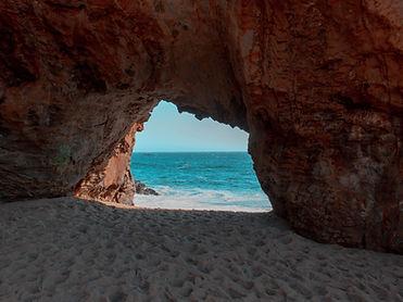 beach_rock_cave_144863_1600x1200.jpg