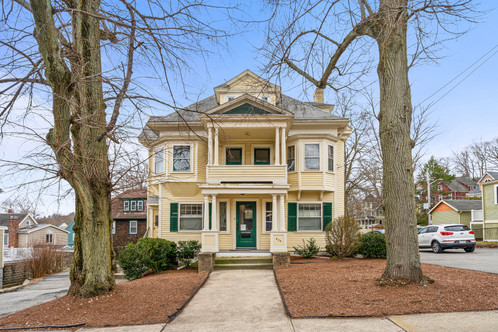 970 Franklin St. U2 | Melrose, MA SOLD: $476,600  4 Beds 3 Baths 2,400 Sq. Ft.  Exceptional opportunity to own a condo that has the space of a home! Situated on the 2nd and 3rd floors of a wonderful Colonial Revival, flex space galore and lovely period details await. The second floor holds five rooms and two full baths, while the 3rd floor holds four rooms and full bath. Decorative fireplace boasting Chelsea tile hearth and surround, oversize original windows, crown moldings, rounded walls, window seats, bays and gleaming wood and parquet floors are just some of the architectural and aesthetic nuances you'll enjoy.