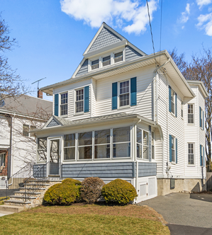 1 Howard St. | Melrose, MA SOLD: $655,000  4 Beds 2 Full | 1 Half Baths 1,957 Sq. Ft  Combining scale, flex space and location, this NE Colonial blends turn of the century details and charm with updates for today. Sited at the gateway to the Horace Mann neighborhood, close to the Fells, parks, Whole Foods, secondary school complex, and the Highlands and Franklin Sq districts, this locale offers fantastic access to shops, restaurants, downtown amenities & cultural activities, and train.