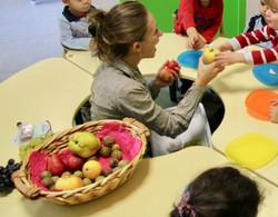 Découverte des fruits en crèche