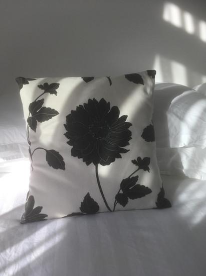 Envelope style cushion
