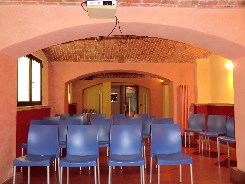 Sala riunioni (dal tavolo del relatore)