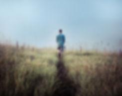 Man Walking in Feldern