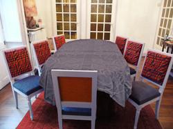 chaises tricolores repeintes et retapissées