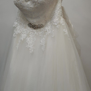 Wedding dress zoom out
