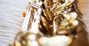 Serenadi hääparille saksofonilla ja laulaen