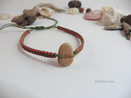 Pebble Red-Green  Macramé Bracelet