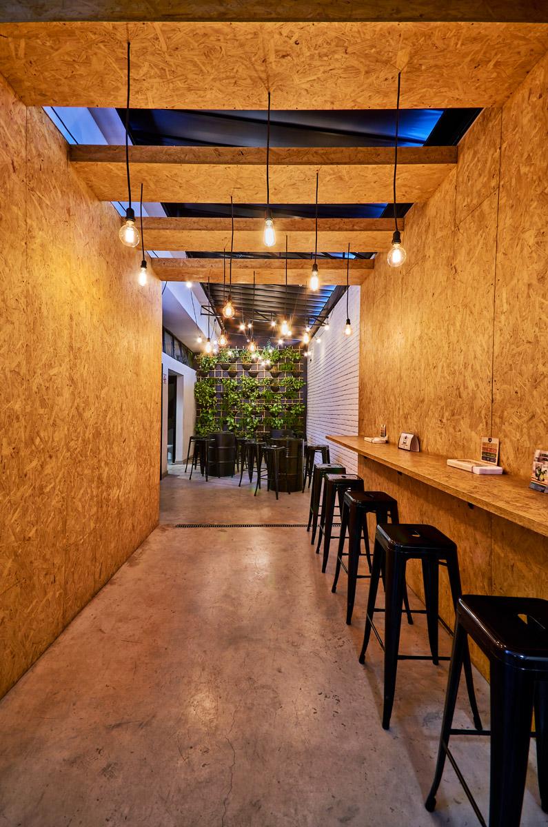 Ideias para hamburgueria, luminária criativa, parede verde, OSB, MDF, Compensado