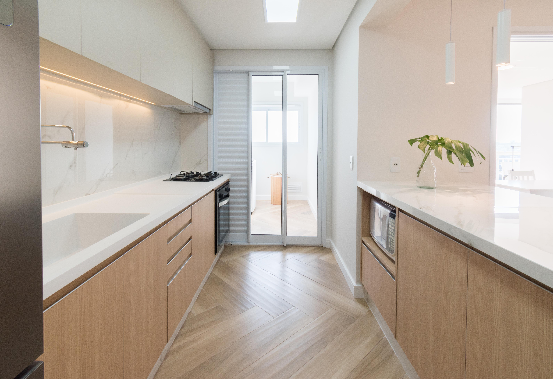 Cozinha Integrada, Silestone Branco, Ilha na cozinha, led na cozinha, iluminação embutida marcenaria