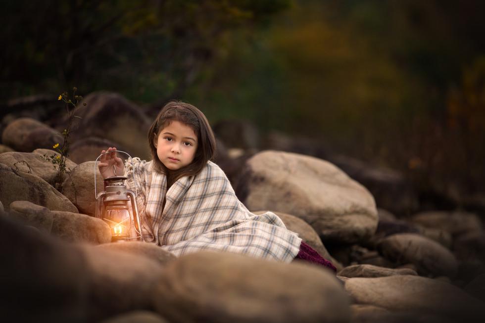 Nicole O'Rourke Photography; Portland Oregon family photographer; Portland Oregon child photographer; Salem Oregon family photographer; child with lantern photography
