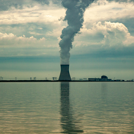 rag2197Salem Nuclear Power Plant Delaware River.jpg