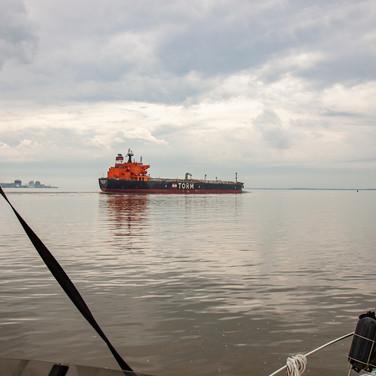 rag2202 Tanker in Delaware River.jpg