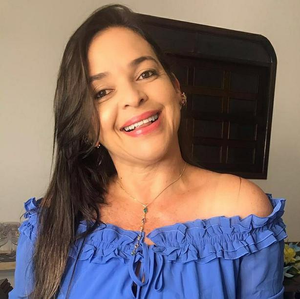 Cristiene Curvelo  (Assistente Social)