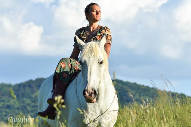 shooting cavalière cheval blanc