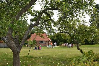 Backhaus mit Garten.jpg