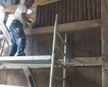 Lehmstaken werden angebracht