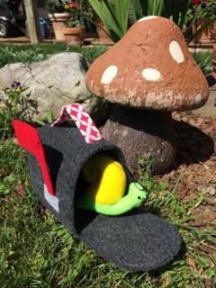 Zippy Snail and Mailbox